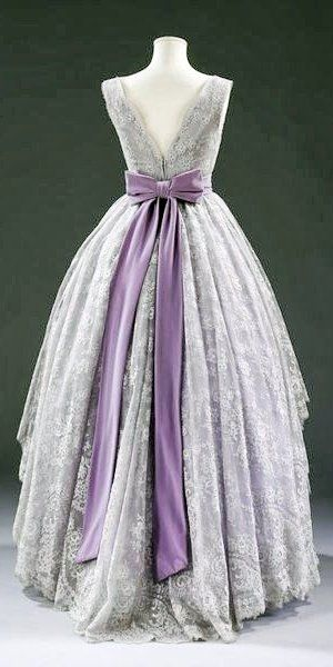 Jacques Fath Dress - 1957 -  Lace, silk lined with cotton, boned, net, plastic and nylon, and velvet - Victoria and Albert Museum Collection, London - @~ Mlle