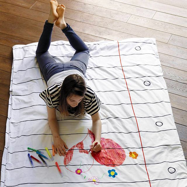 Washable Doodle Duvet Cover. Comes with pack of 8 washable markers. For Emmy's room