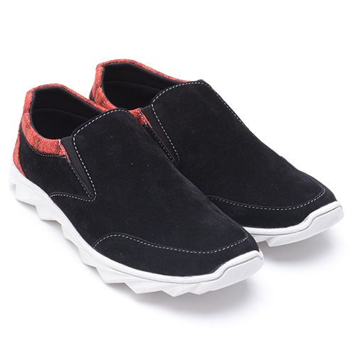 riginal Sepatu Dr.Kevin Kentucky - Hitam | Deskripsi : Sepatu Kasual, Warna Hitam, Upper Suede, Sole TPR | Ketersediaan Size = 39, 40, 41, 42, 43 | IDR 385.000