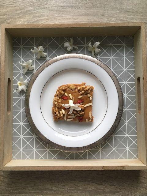 Mazurek prawie fit z figami, daktylami i jagodami goi