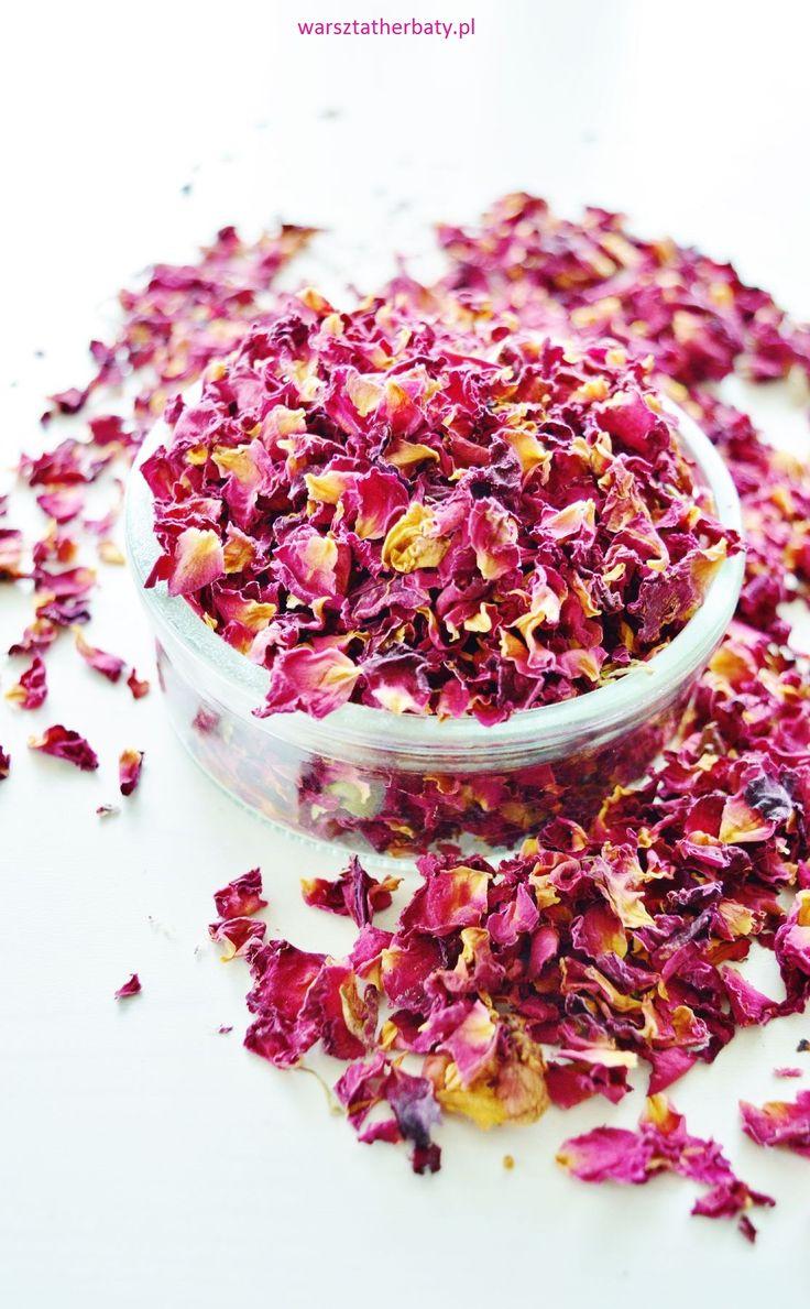 Płatki róż. Eliksir szczęścia. Rose petals. pink.