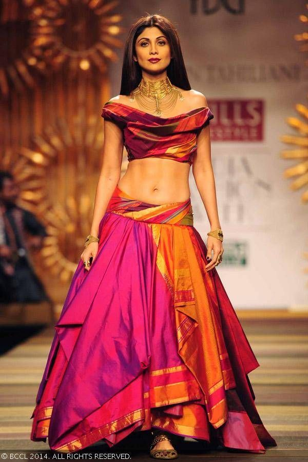 Shilpa Shetty walks the ramp for designer Tarun Tahiliani #WIFW #AW14 #taruntahiliani
