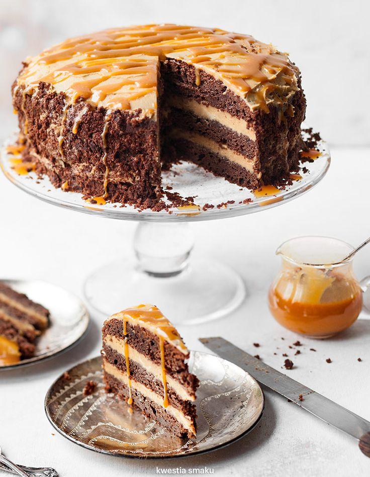 Tort brownie z masłem orzechowym