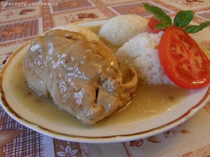 Recepty - Celkově.cz - foto - Španělské ptáček s rýží připravený z kuřecího masa