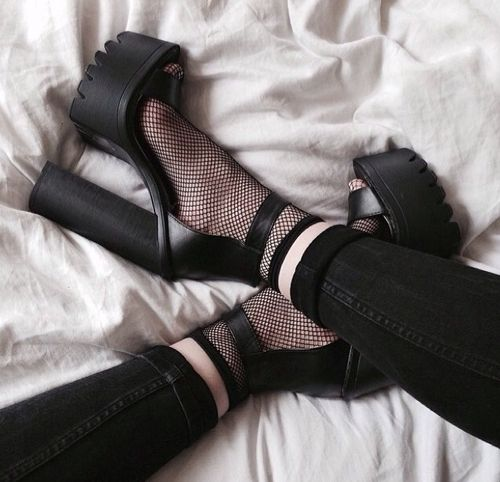 pash-for-fash: http://pash-for-fash.tumblr.com/ Fashion tumblr | See more about Platform, Heels and Shoes.