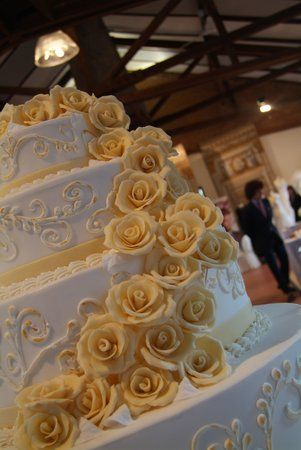 "Wedding cake ""cascata di rose"""
