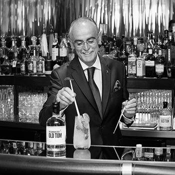 The Dorchester unveils exclusive Old Tom - Giuliano Morandin è uno dei principali Bartender al mondo, da 3 decenni al The Dorchester Hotel: un altro protagonista italiano nel mondo del Gin.   Cocktails £16, 53 Park Lane W1, 020-7629 8888,