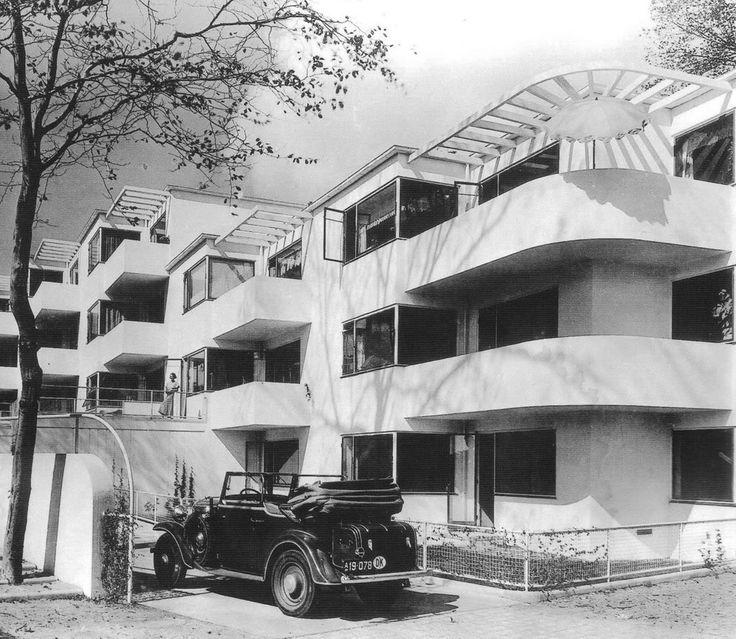 Arne Jacobsen Bellavista housig complex in Klampenborg, Denmark 1933-1934. / Google
