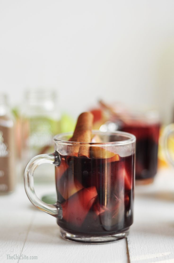 With cinnamon, nutmeg, allspice and cloves, this #SpicedRight Thanksgiving Sangria recipe is sure to be a big hit at your big meal. (Via thechicsite.com)