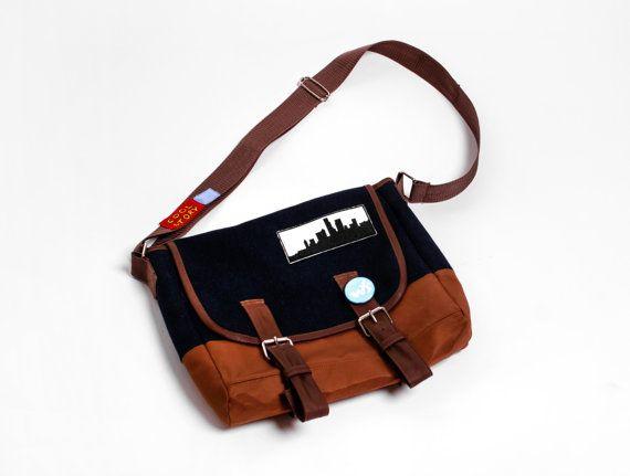 Dontnod Entertainment Life is Strange game Maxine 'Max Caulfield handmade crossbody messenger shoulder bag unisex men women Custom Made