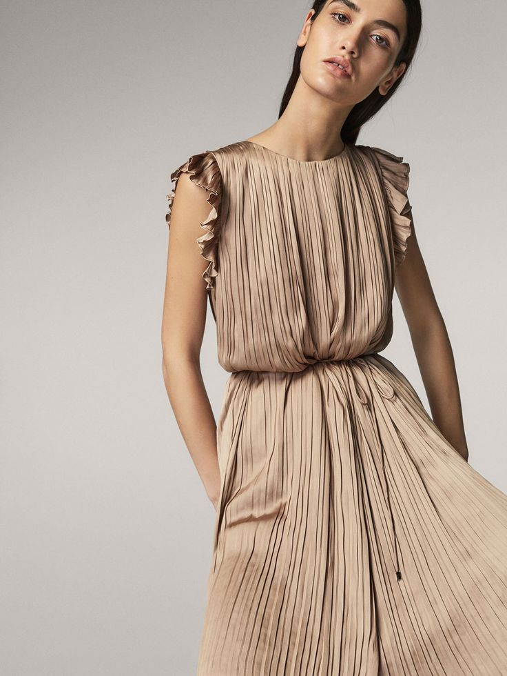 Fall Winter 2017 Women´s PLEATED SATEEN DRESS WITH RUFFLES at Massimo Dutti for 130. Effortless elegance!