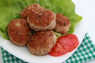 Hamburguesa caribeña de pollo. Haz clic para ver la receta. http://serpadres.com/cocina/cocina-recetas/hamburguesa-caribena-de-pollo/#
