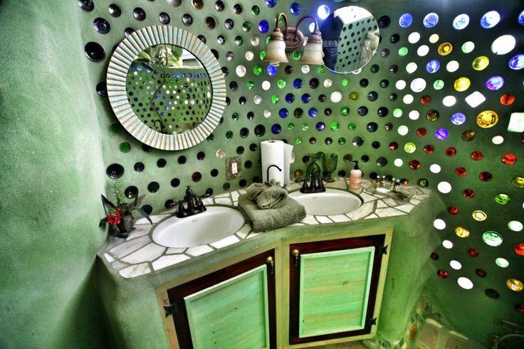 encimera de barro y mosaico y paredes de botellas : Bau00f1os ...