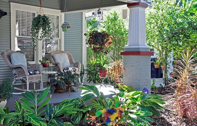 Love Nanette's *open* porch with Florida-Friendly plantings!