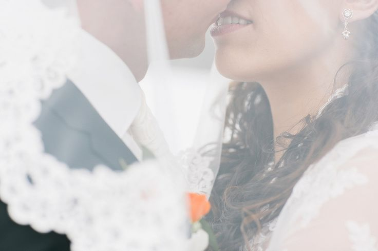 We love under the veil shots - especially when they are as romantic as this one of Melanie and Wolfgang. #veil #love #seefeld #winter #wedding #formaphotography