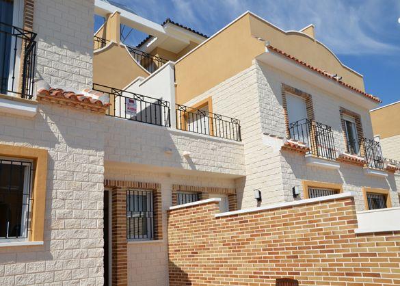 3 bedroom Townhouses and 2 bedroom duplexes in Torre de la Horadada.    www.atlasinternational.com
