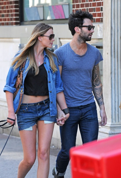 Anne V Photo - Adam Levine and Anne Vyalitsyna in the West Village