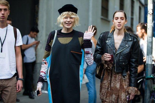 IN La modella Alexandra Elizabeth Ljadov all'uscita della sfilata di FAY.  Infallibile il total look mariniere firmato Miuccia Prada. #streetstyle #mfw
