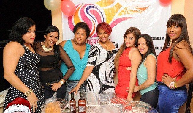 """Equipo de voleibol femenino """"Las Poderosas"""" celebran encuentro de fin de año"""