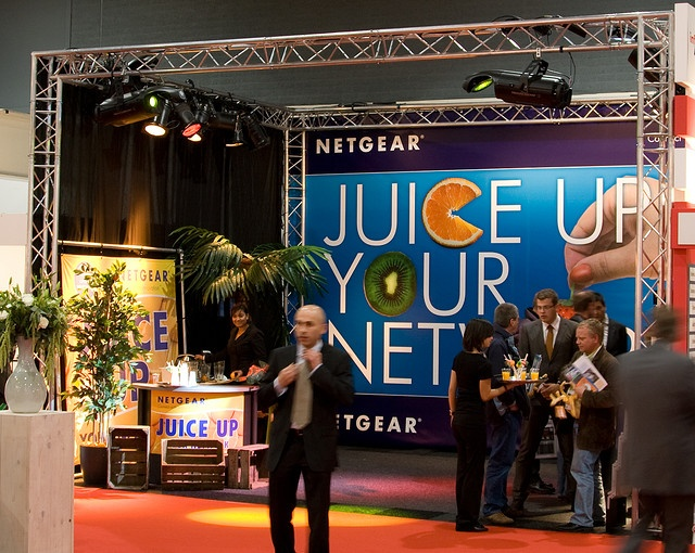 Juice-Up-Jour-Network-Stand