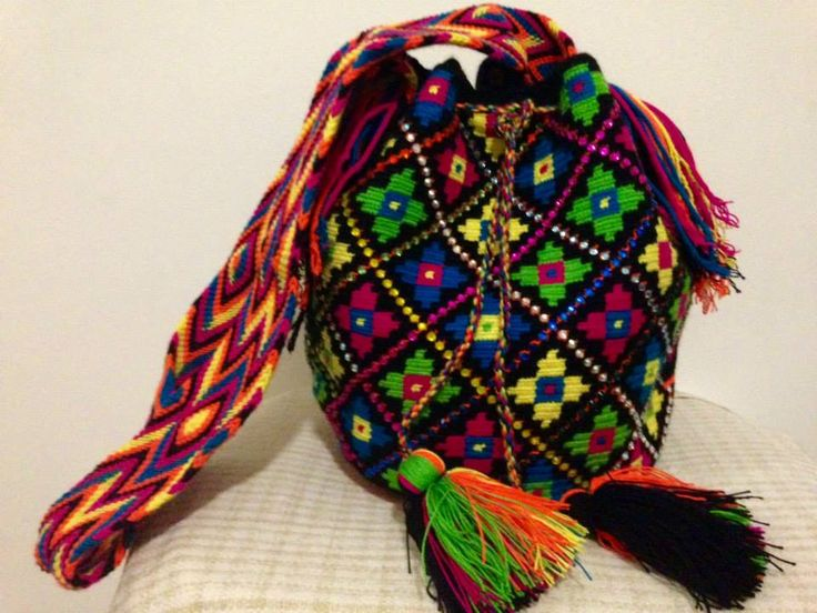 KASIPOLUIN. Bolso Wayuu 100% hecho a mano por los indígenas Wayuu. tumawayuu@gmail.com. Wayuu Bag 100% hand made by the Wayuu Indigenous Community of Venezuela/ Colombia