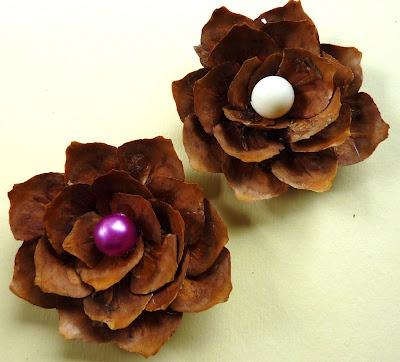 Pinecone Flowers from De Gulle Aarde