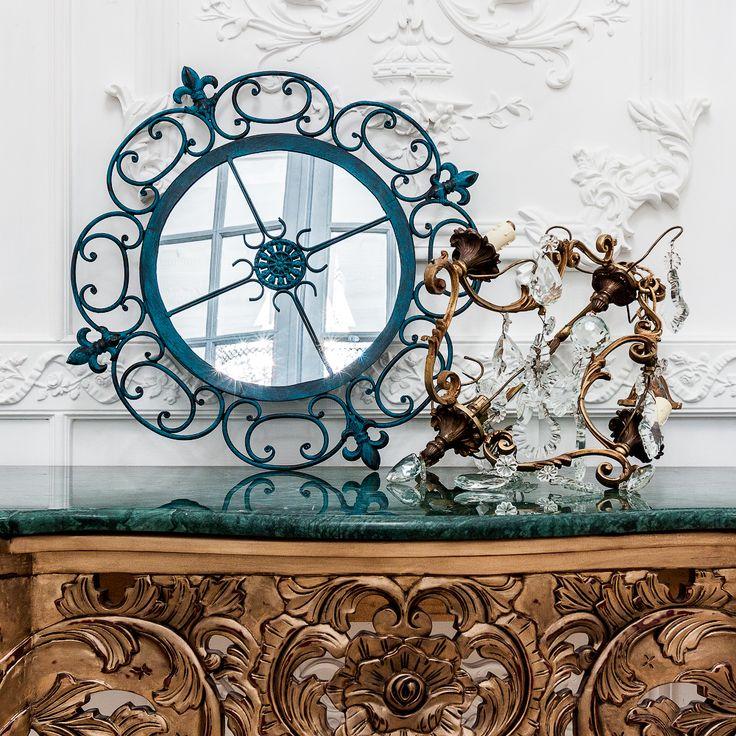 """С черным зеркалом """"Винтаж"""" откройте для себя элегантность эпохи Бель Эпок. Это круглое зеркало идеально подойдет для декора Вашего дома. Зеркало, украшенное орнаментом в виде завитков и королевских лилий, очаровательно и элегантно. Это прекрасный вариант для тех, кто ценит тонкость каждой детали. #зеркало, #декор, #интерьер, #французскийстиль, #прованс, #provence, #mirror, #frenchstyle, #decor, #interior, #objectmechty"""