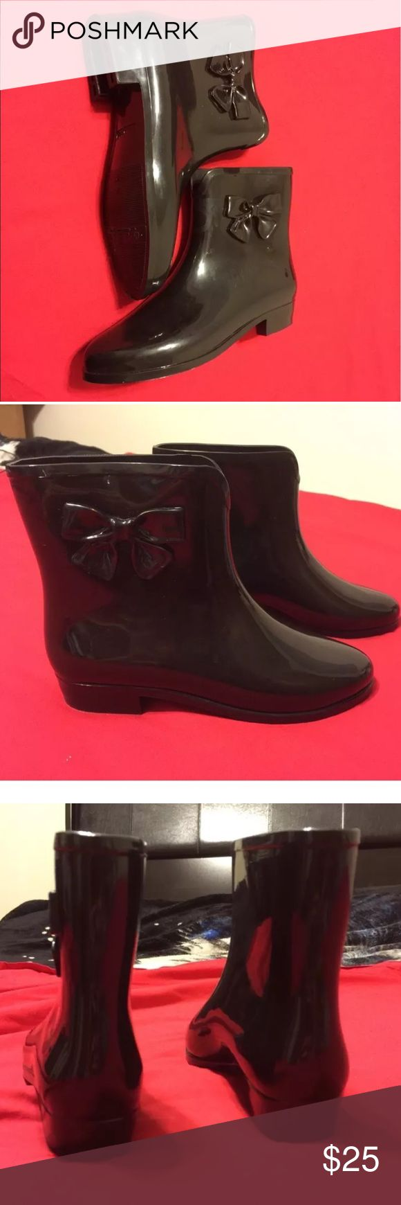 Mel by Mellisa Short rain Boots bow size 6  black Mel Dreamed by Melissa woman  short rainy boots. Very cute and comfortable. Size 6 , black , pre-loved , great condition. Made in Brazil . Feel free to contact me if you have any questions. Melissa Shoes Ankle Boots & Booties