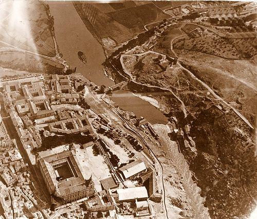 En esta toma aerea de los años veinte se observa muy bien la traza original de esta camino en su llegada a Toledo: