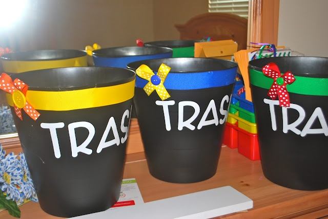 Team Trash Bins - Awesome... keep the kiddos from needing to get up a gobzillion times - good idea for classroom organization.