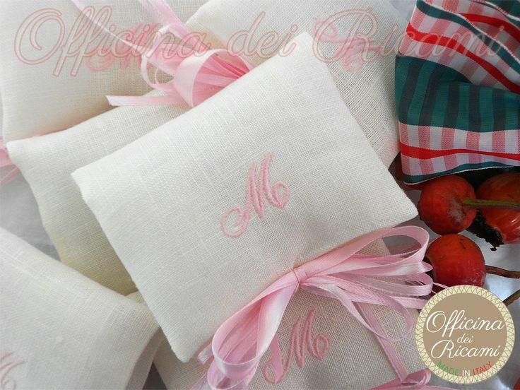 """Model: ROMANTICA #handcrafted #embroidered little sachets boxes or bags, customized with confetti in them, that you give away at #birth #birthday, #communion, #confirmation, #baptism, etc   #bomboniere sacchetti #portaconfetti per #nascita #compleanno #comunione #cresima #battesimo completamente personalizzabili e made in Italy. Model: """"Romantica""""bustina tela Aida con pizzo al bordo e fiocco+bottoncini"""