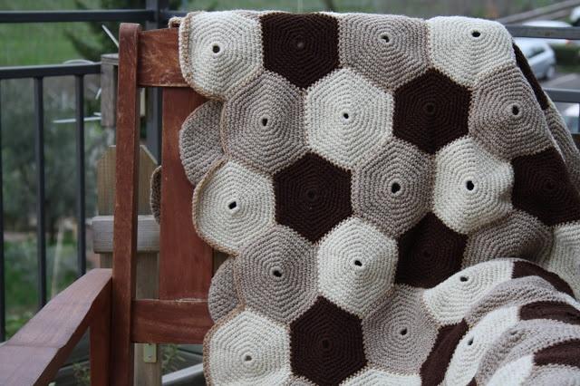 Coperta di lana grezza formata da piastrelle esagonali