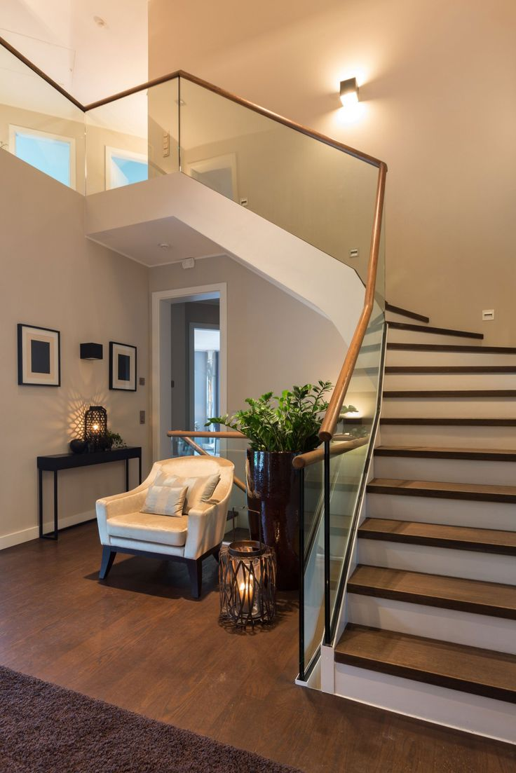Fensterfronten Und Metall Treppe Haus Design Minimalistisch: Interessant