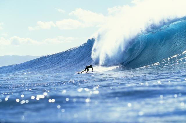 5 Incredible Surfing Destinations: The Banzai Pipeline, Oahu, Hawaii
