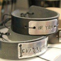 Armband i läder och metall