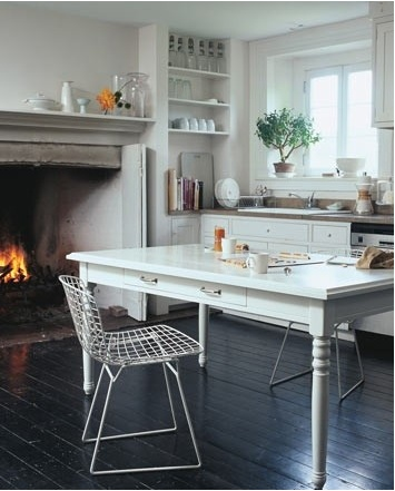 i'm not drawn to this kitchen...but i'm drawn to the idea of a fireplace in the kitchen. so old school.