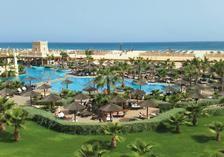 Sol Dunas Resort is de luxe variant op een zonvakantie in Kaapverdië. Met 5 zwembaden voelt iedere waterfan zich hier thuis. Dit resort bij gezellig Santa Maria is gróóts, zowel in opzet als in service. Showcooking in het restaurant, gezelligheid aan de bar, films voor de tieners en glijbanen voor de mini's, maar ook volop rustige plekjes om je boek uit te lezen; hier vermaakt iedereen zich prima. Met golfkarretjes en een big smile rijdt chauffeur João je van de moderne kamer of Family Suite…