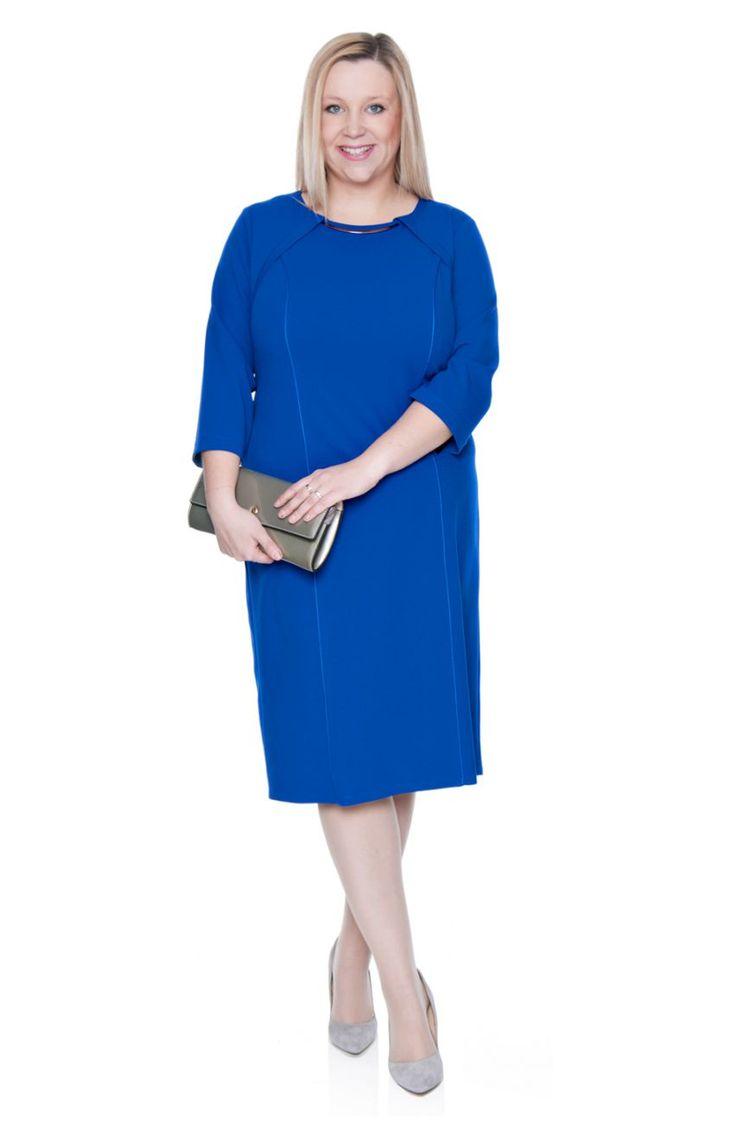 Kobaltowa sukienka ze srebrną ozdobą rękaw 3/4 - Modne Duże Rozmiary