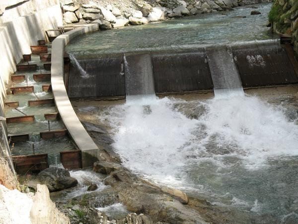 La Suisse développe l'énergie hydraulique! 800 projets en attente!