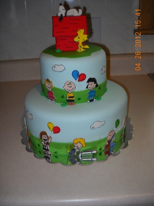 Snoopy and the Peanuts Gang cake.
