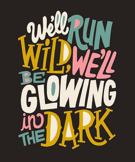 vamos a correr salvaje, vamos a estar brillando en la oscuridad