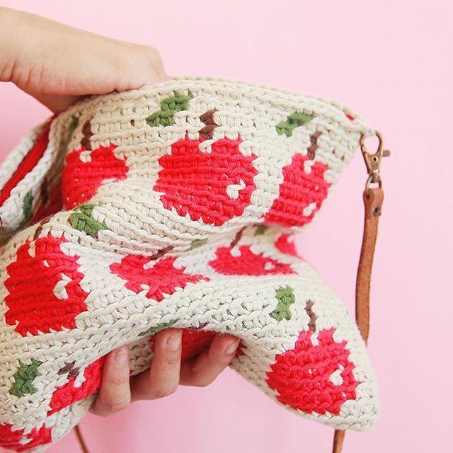 Nueva semana y nuevos patrones disponibles en mi tienda online. Niveles intermedio y avanzado. Enlace directo en el perfil ☝️☝☝ Que tengan buen lunes  #ameskeria #crochetpatterns