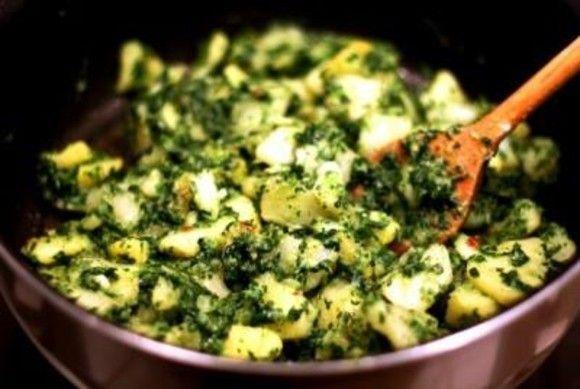 Cartofi sote cu spanac     Ingrediente:  500 g spanac proaspăt  3 cartofi  3 căței usturoi  50 ml ulei de măsline  sare piper    Mod de preparare:    Într-o oală se pune multă apă la fiert cu sare. Se adaugă cartofii (curățați și tăiați cuburi) și se fierb până sunt făcuți. Se adaugă spanacul (curățat și spălat) și se lasă încă 2-3 minute la fiert. În acest timp curățați un cățel de usturoi și pisați-l în mojar până devine pastă. Adăugați în fir subțire de ulei de măsline (cam 20 ml) până…