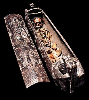 DAYAK: COFFIN WITH  COMPLETE CONTENTS from info@tribalartasia.com