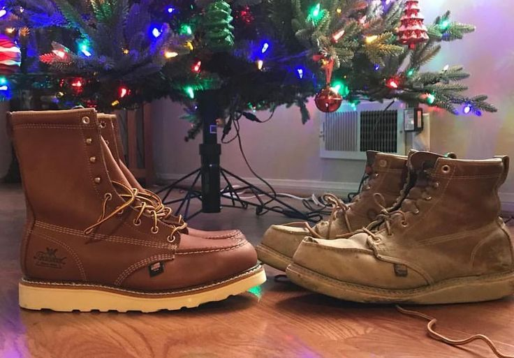 """Hey hard workers: What brand of boots are on your wish list this Christmas? Right now I'm rocking the Irish Setter 6"""" Ashby work boot w/ Red Wing insoles.  Love'em.  Best boot I've had in 16 years in the trades.  What are you guys wearing out there? .  Photo by @el_pintado_lc of his Union made @thorogoodboots."""