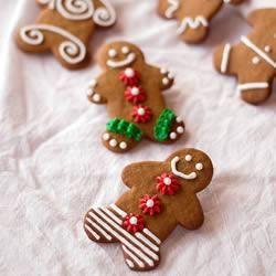 Foto da receita: Gingerbread men (biscoitos de gengibre)
