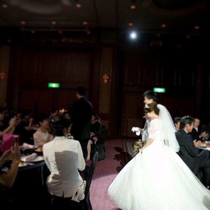 上品な雰囲気の#お袖付きドレス ���� スカートには総#スパンコールチュール の#キラキラ 感で、さらに目を惹く華やかさです✨✨ wedding dress style: #B14TB0056 #cocomelody_brides #挙式レポ#ウェディングレポ#結婚写真#プリンセスドレス#オーダードレス#オリジナルドレス#袖付きドレス#半袖ドレス#ドレスレポ#ドレス迷子#ウェディングドレスショップ#キラキラドレス#インポートドレス#インポートウェディングドレス#importdressweddings #instawedding #weddingdresses#weddinggowns #bridalgown#ブライダルベール#ウェディングベール#ブーケ#ブライダルブーケ#キラキラ好き#披露宴 http://gelinshop.com/ipost/1515686390112592135/?code=BUIzL3JjiEH