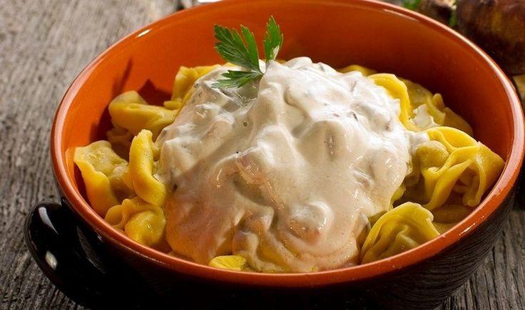 Τορτελίνια με σάλτσα γιαουρτιού και μανιταριών