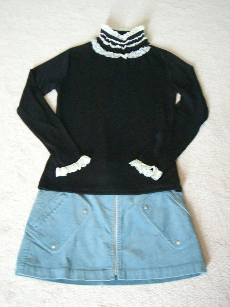 """OL / Lovely Lace Collar Blouse  Size: Free Length:25"""" Bust:33-35""""  Shoulder:15""""  Sleeves:22""""    Was:24  Now CAD $12"""