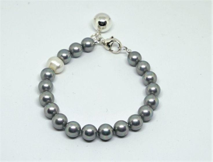 Silberarmbänder - Shell Perle Armband mit Runde Anhänger - ein Designerstück von IlyseDesign bei DaWanda